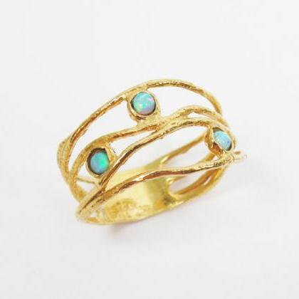 Opal gold ring. 14k yellow gold Opa..